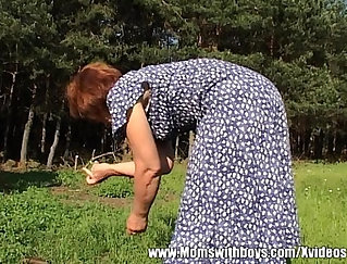 Big ass woman fucked by black dong outdoor