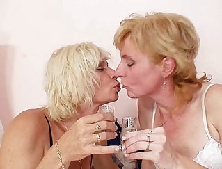 blonde orxx milf lick the dick after getting licked