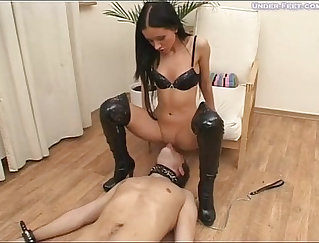 Black haired sex bomb Kharlie Dylan is pissing and sucking dick