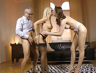 Busty MILF plays with herself in a webcam show