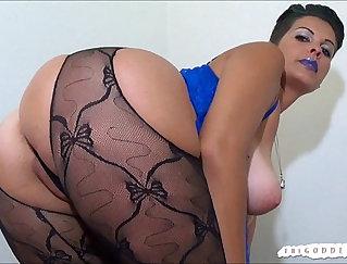 XXL Sexy POV Hot Girl Smokes Her Ass