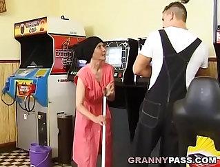 Busty granny burnt roughly in fragile leggings by her boytoycoun