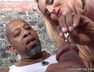 Cuckolding ebony girls ride strangers cock