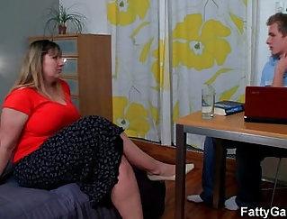 Bangbun Fatty Sophia Sins Fucks Her Master and gives A Deep Throat