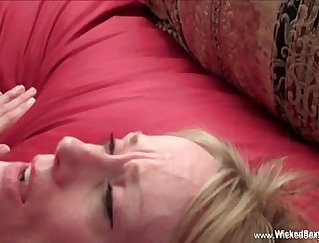 Big ass slut Mommy Hungry For Cock