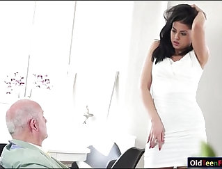 Beautiful Teen Giving Blowjob The Right Way